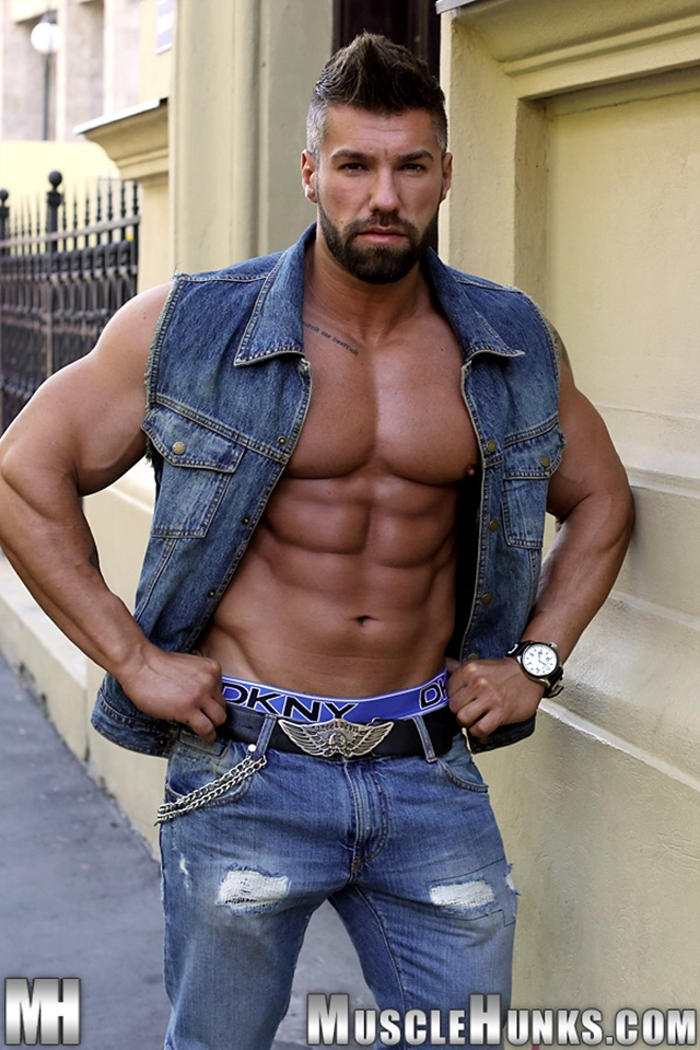 Muscle hunk lucas di angelo authoritative