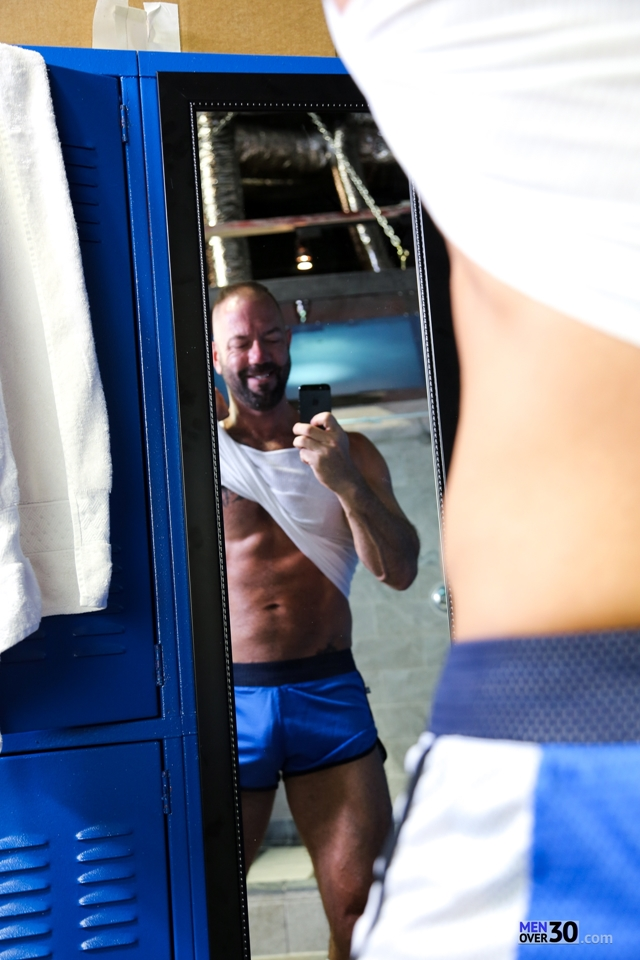 Men-Over-30-nude-bodybuilder-muscle-hunk-Vic-Rocco-locker-room-ass-fingers-tight-smooth-hole-003-male-tube-red-tube-gallery-photo
