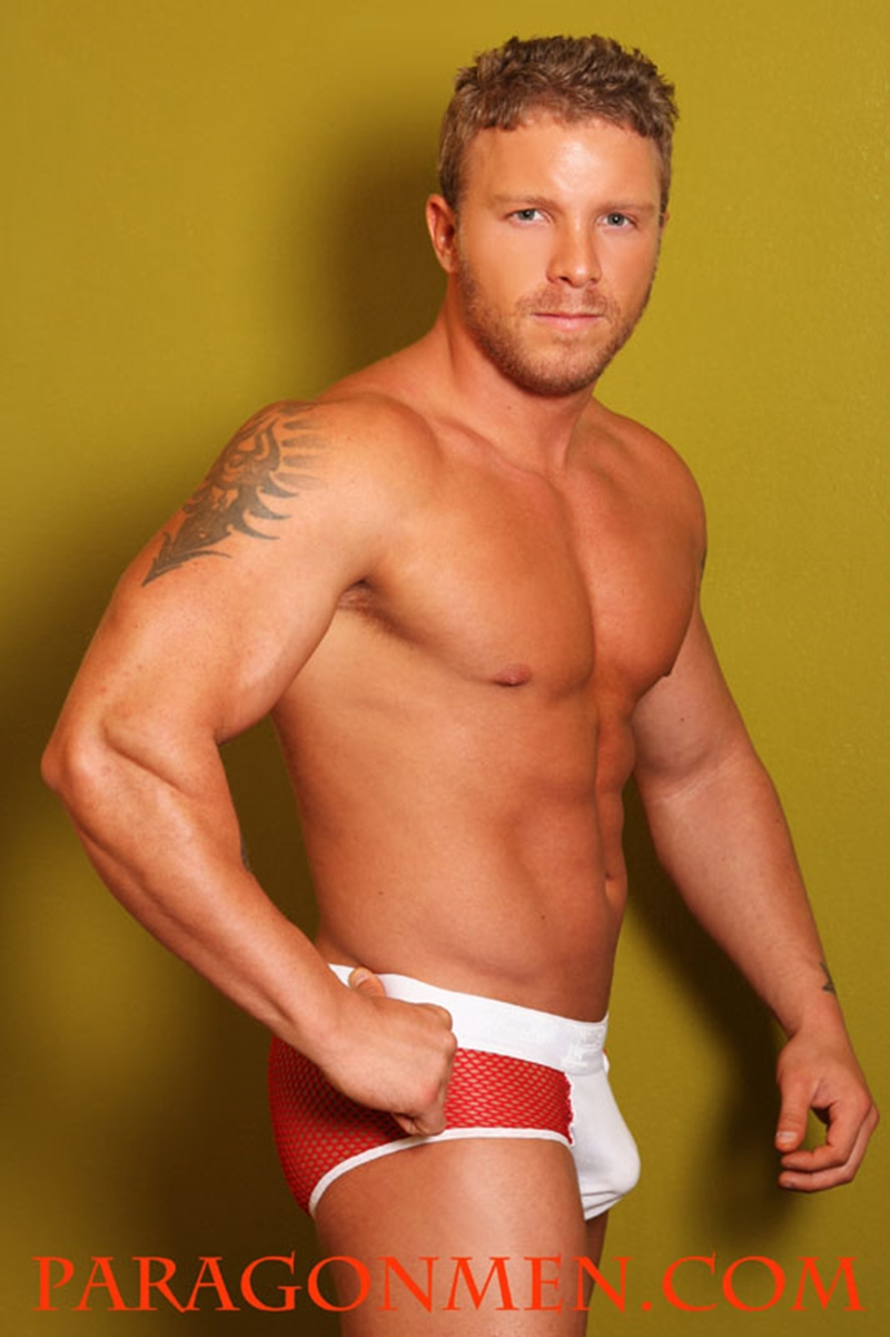 ParagonMen-Nude-muscled-bodybuilder-Toby-Tucker-muscle-ripped-abs-sexy-tattoos-dark-blond-tanned-sun-004-nude-men-tube-redtube-gallery-photo