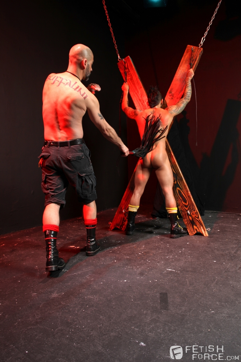 FistingCentral-Tony-Buff-dark-room-Draven-Torres-St-Andrews-cross-taskmaster-Mohawk-muscle-flogging-raised-welts-009-tube-download-torrent-gallery-sexpics-photo