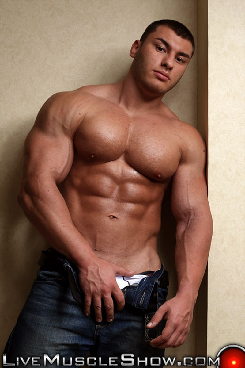20 Year Old Big Muscle Boy Lev Danovitz Shows Off His Huge -7839