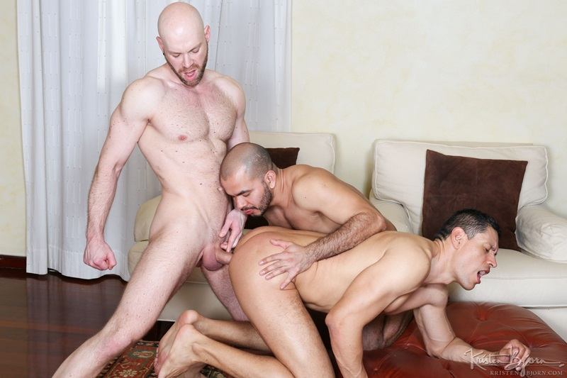 Hot bareback threesome John Rodriguez, Peter Coxx and Rick De Silver raw ass fucking