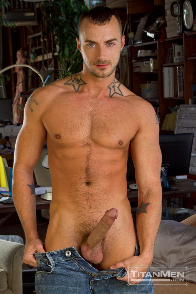 Tattoed-Jessie-Colter-and-muscle-stud-Jessy-Ares-01-Ripped-Muscle-Bodybuilder-Strips-Naked-and-Strokes-His-Big-Hard-Cock-torrent-photo
