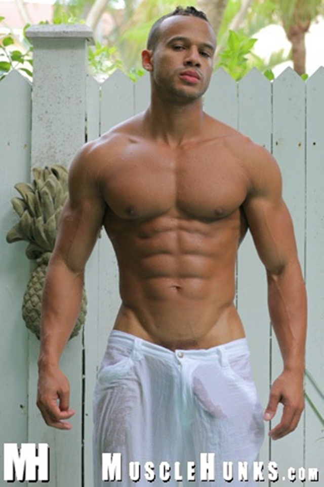 KEVIN COLLINS FOOT LONG DICK FOR MUSCLE HUNKS
