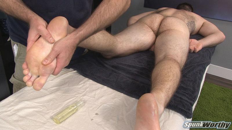men happy ending massage Lowell, Massachusetts