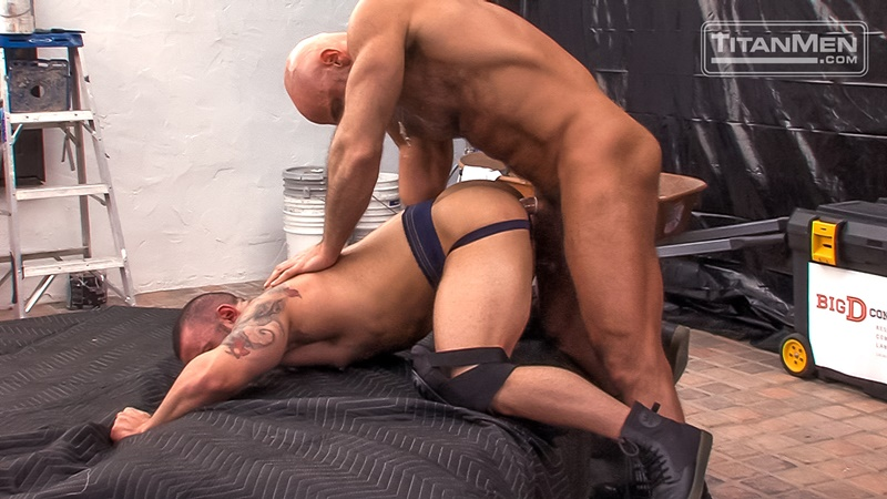 Parole Officer Jesse Jackman fucks the tight ass of parolee Lorenzo Flexx