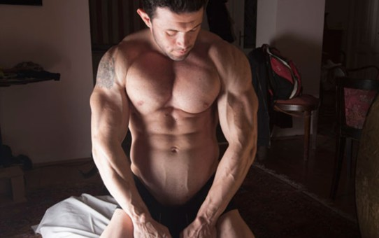 Jock Men Live introducing massive big muscle man Steve Bulk