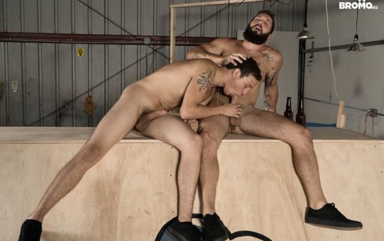 Bearded hunk Jeff Powers returns the wet blowjob before ramming Zane's tight hole raw