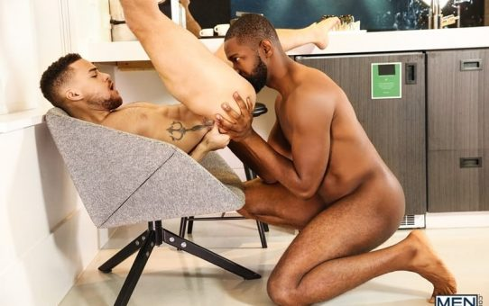 Muscular hottie Lawrence Portland fucks the hot bubble ass of Beaux Banks